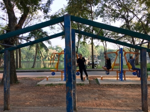 pull up bars at one of Lumpini's many exercise areas