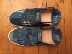 Last year I bought these patchwork denim shoes at a Bangkok coffee shop that also specialized in indigo products. They were the only pair, and slightly too large. By sheer coincidence I had turned them into beaters. I must have been subconsciously thinking ahead.